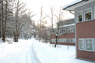 Gångväg utanför skolan